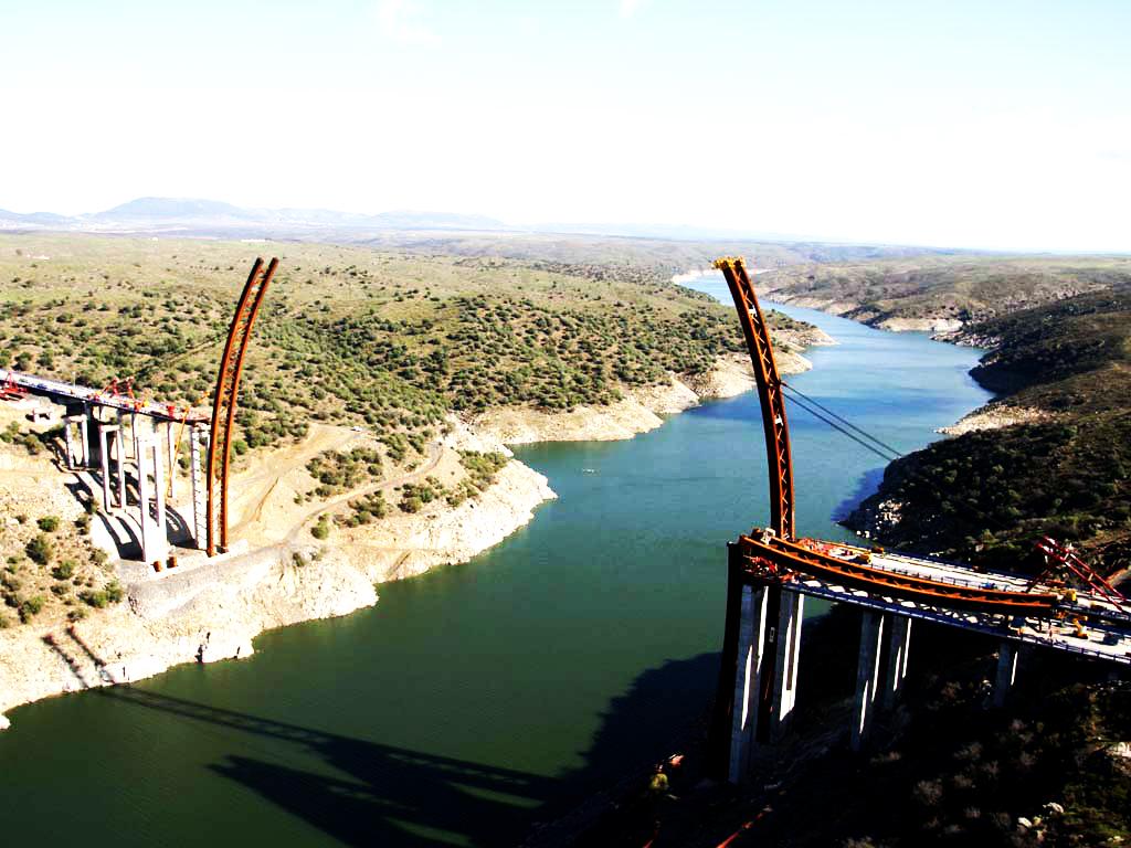 Puente_del_AVE_retocada_licencia.jpg